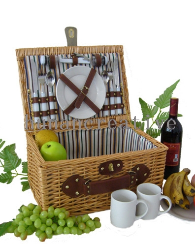 Willow Picnic basket For 2 Persons Use