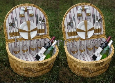Willow Picnic Basket For 4 Persons Use